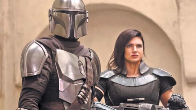 Membro da equipe de filmagens aparece em cena de 'The Mandalorian' e gafe chama atenção