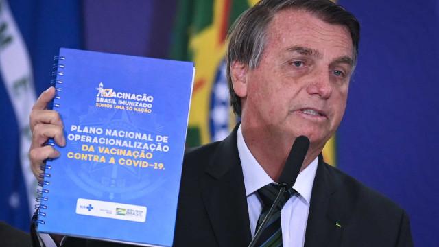 Se algum de nós exagerou, foi no afã de buscar solução, diz Bolsonaro sobre vacina