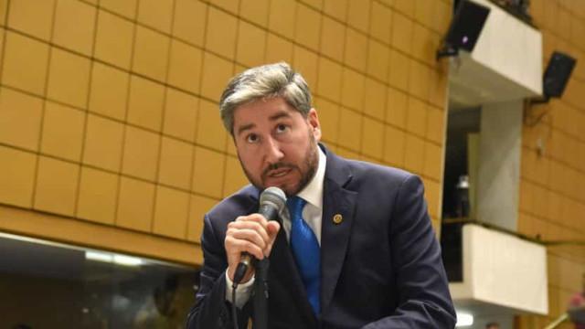 Justiça autoriza abertura de investigação contra deputado que apalpou Isa Penna na Alesp