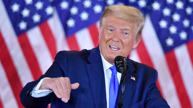 No Twitter, Trump insiste em pagamento de US$ 2 mil a norte-americanos no pacote