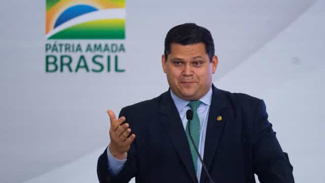 É constitucional governo utilizar MP para privatizar a Eletrobras, diz Alcolumbre