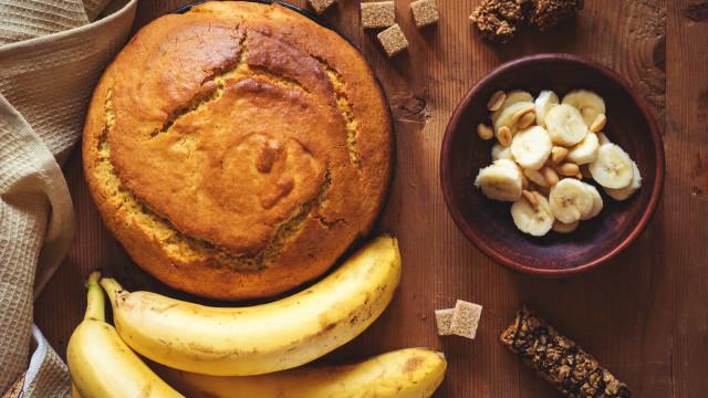 Bolo de banana 'low carb'. Uma delícia para quem está de dieta