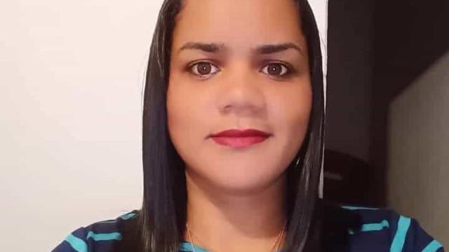 Mulher de 32 anos é morta a facadas na frente das 4 filhas em MG