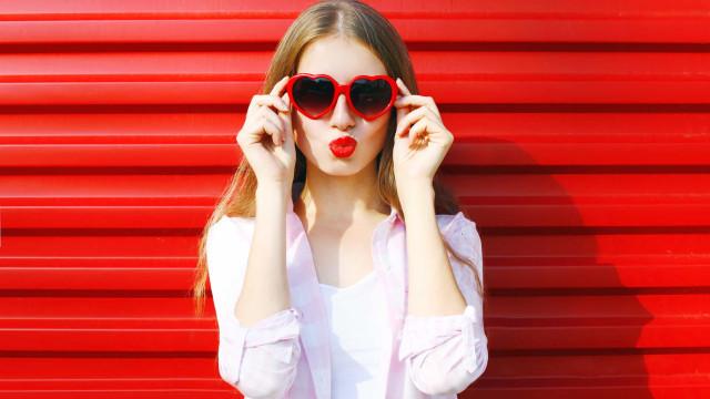 O truque de maquiagem simples que evita as marcas de óculos no nariz