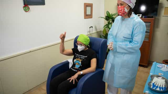 Covid-19. Espanha vai partilhar registro de quem recusar vacina