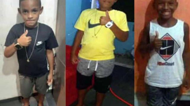 Familiares fazem protesto em delegacia uma semana após sumiço de três meninos