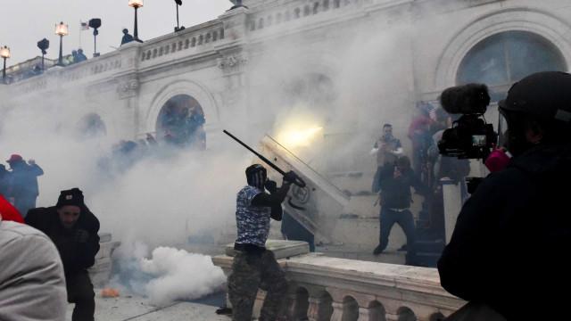 Violência política nos EUA, receio no Brasil