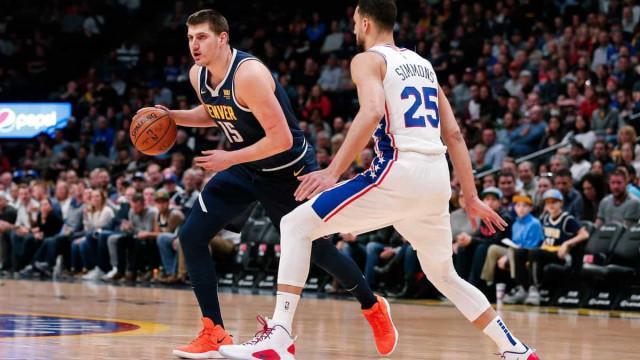 Desfalcado, Philadelphia 76ers perde para os Nuggets, mas mantém ponta do Leste