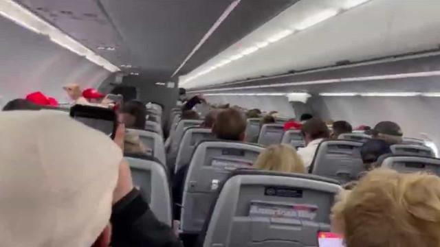 Piloto ameaça parar avião e expulsar 'patriotas' que gritam por Trump