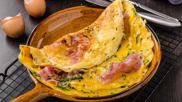 O truque de chef para preparar a omelete perfeita (sim, ela existe!)