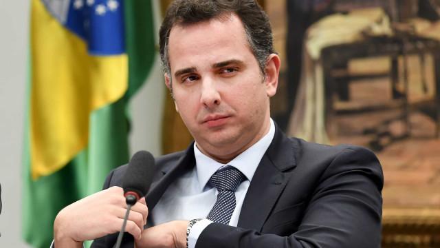 Pacheco diz não ver ameaça à democracia e que erros de Bolsonaro na pandemia são 'escusáveis'