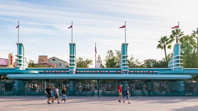Disneyland na Califórnia se transformou em centro de vacinação gigante