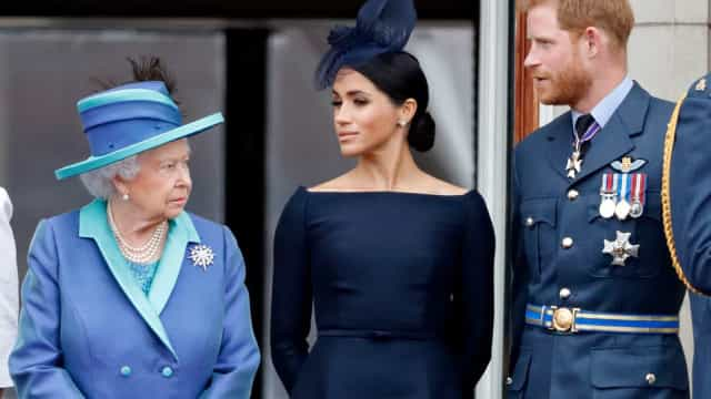 Rainha Elizabeth se prepara para responder a ataques de Harry e Meghan