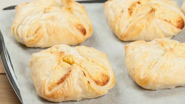 Folhados de queijo e chouriço: O petisco perfeito!