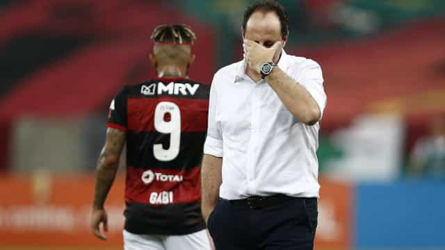 Flamengo visita Grêmio para virar vice-líder e esquentar briga por título
