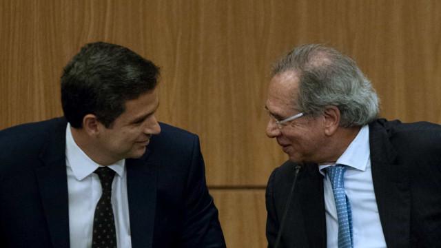 Randolfe protocola notícia-crime no STF contra Guedes e Campos Neto por offshores