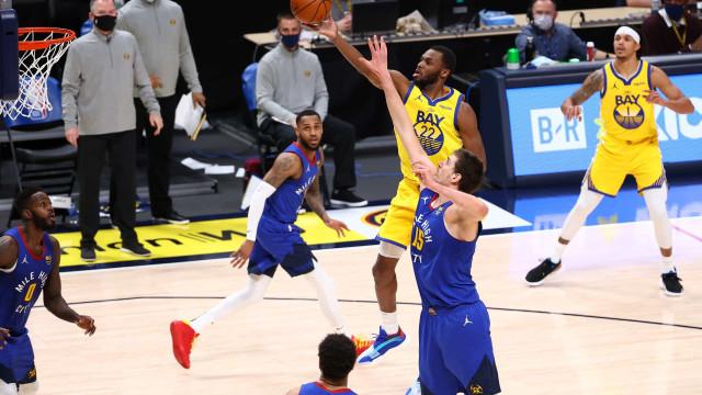 Com grande atuação de Nikola Jokic, Nuggets vencem os Warriors; 76ers batem Heat