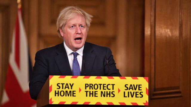 """Estirpe do Reino Unido """"pode ser mais mortal"""", diz Boris Johnson"""
