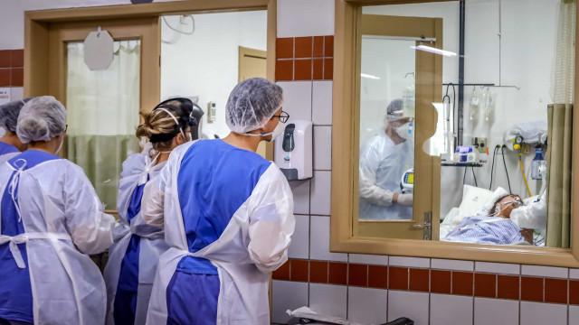Com hospitais lotados por Covid, mais pacientes jovens e graves ocupam UTIs