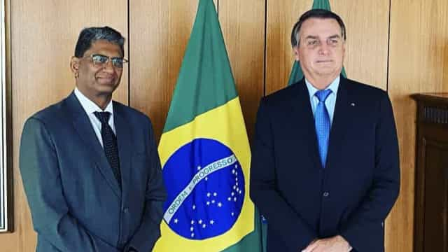 Após Índia atrasar entrega de vacinas, Bolsonaro recebe embaixador do país