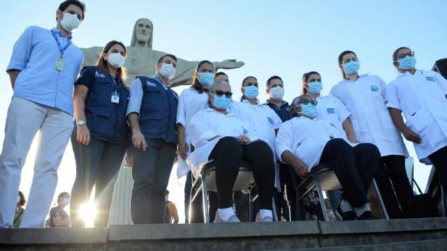 Brasil reporta de novo mais de 62 mil casos e mais de mil óbitos em 24h