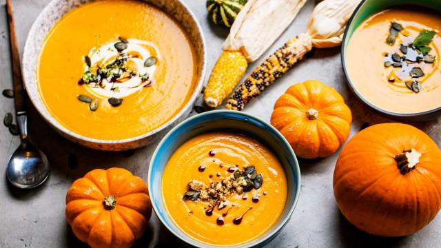 Aqueça o estômago e a alma com este creme de abóbora, cenoura e laranja
