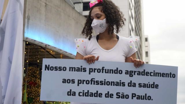 Brasil notifica 56 mil novos casos e mais de mil óbitos pelo 4.º dia