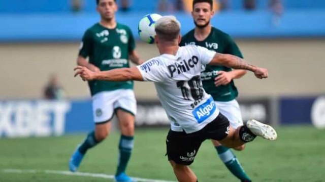 Goiás enfrenta o Santos para sair da zona do rebaixamento do Brasileiro