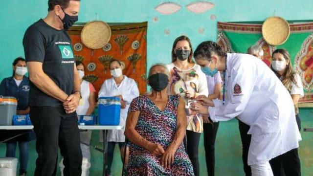 Doria participa de vacinação quilombolas de Eldorado (SP), que foram ofendidos por Bolsonaro