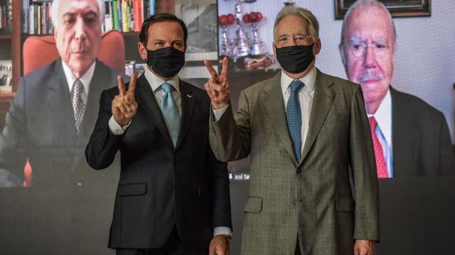 Em ato de Doria com ex-presidentes, Temer diz que China enviará insumos ao Brasil