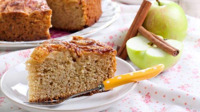 Está de dieta? Este delicioso bolo low carb de maçã é para você!