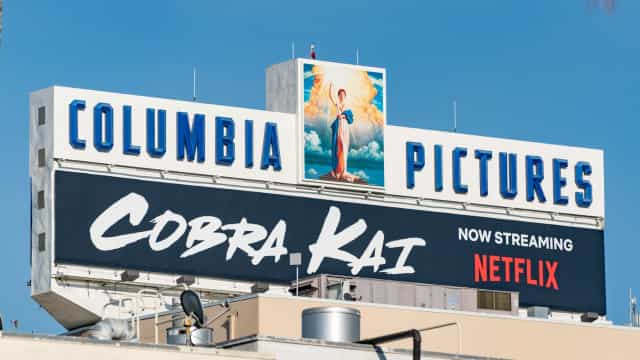 Cobra Kai mira a nostalgia e surfa na audiência ao rever o clássico infantil Karatê Kid
