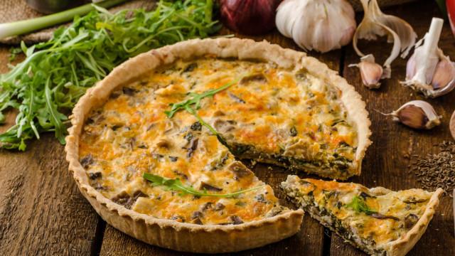 Quiche saudável de legumes e frango, a refeição perfeita