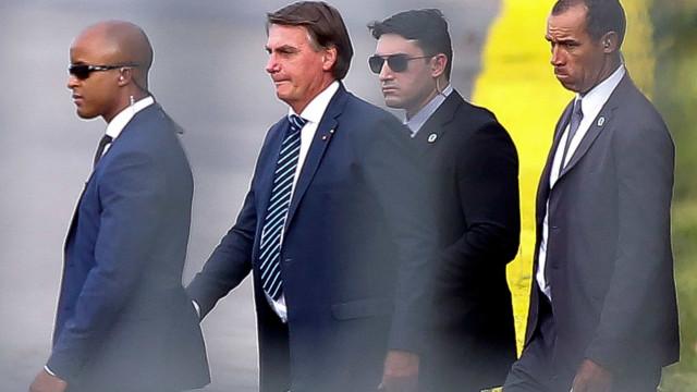Bolsonaro deixa entrevista após pergunta sobre inquérito de Pazuello no STF