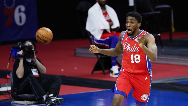 Em final emocionante, 76ers batem Lakers em duelo de líderes da NBA; Jazz vence