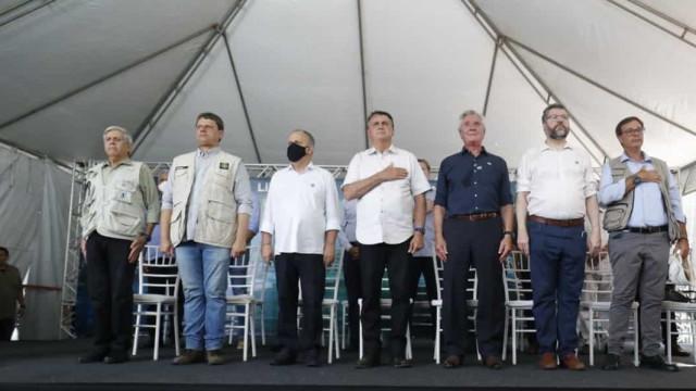 Bolsonaro diz ter 'couro grosso'; Collor defende mandato do presidente