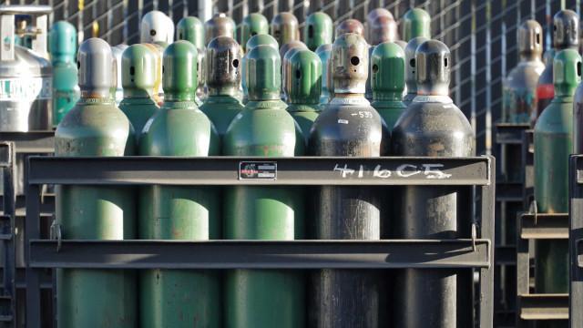Covid-19 aumenta escassez mundial de cilindros de oxigênio, diz ONU