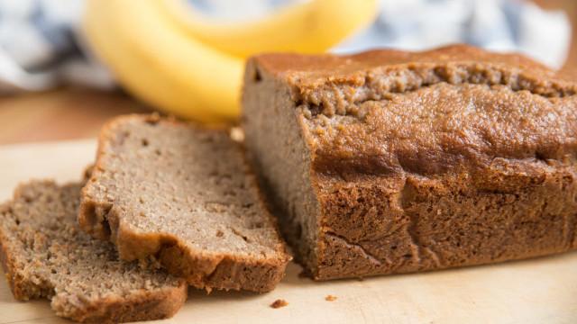 Café da manhã fit! Aprenda a fazer pão de banana, aveia e mel