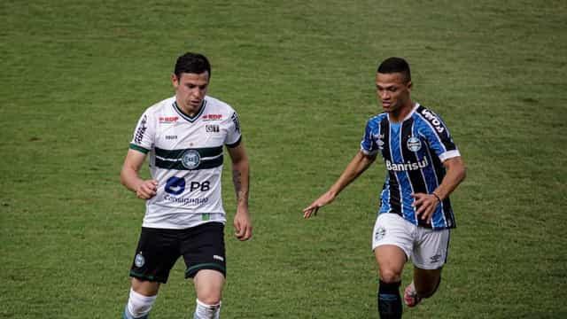 Grêmio perde pênalti, empata com Coritiba e vê G4 do Brasileiro mais longe
