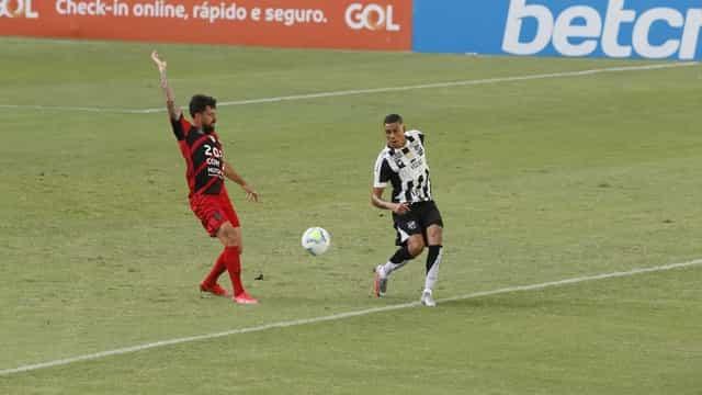 Athletico-PR vence Ceará com 2 gols de Carlos Eduardo e sobe na tabela
