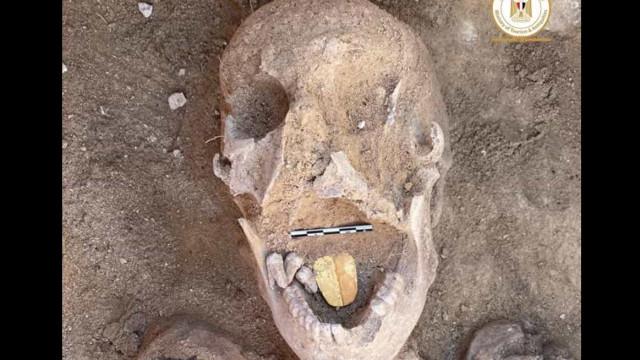Encontradas múmias com 'línguas' de ouro no Egito