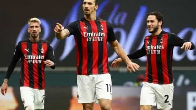 Na volta de Ibrahimovic, Milan ganha e segue luta por vaga na Liga dos Campeões
