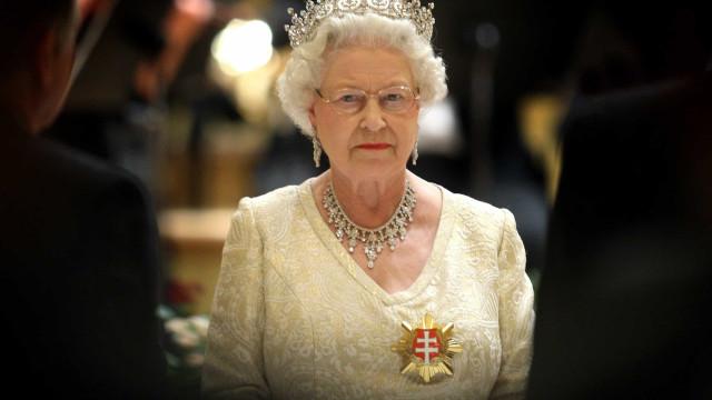 Rainha Elizabeth é acusada de exercer pressão para mudar leis a seu favor