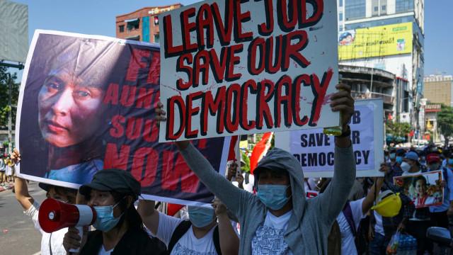 Três manifestantes são mortos em Mianmar em dia de greve geral contra golpe de Estado