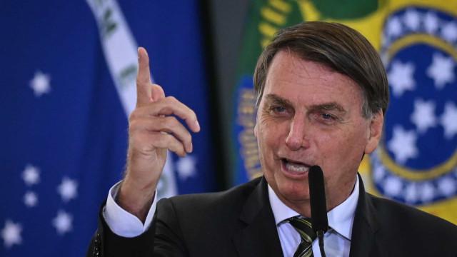 Bolsonaro fala em 'vírus do pavor' e diz que parece que só morre gente de Covid-19 no Brasil