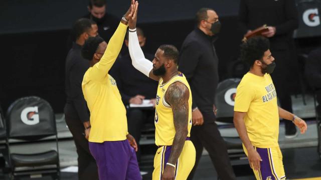 LeBron decide no fim, Lakers batem Thunder de novo e vencem a 6ª seguida na NBA