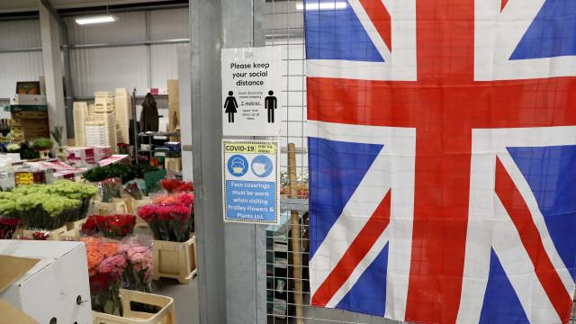 Reino Unido reporta mais 678 mortes e aproxima-se dos 4 milhões de casos