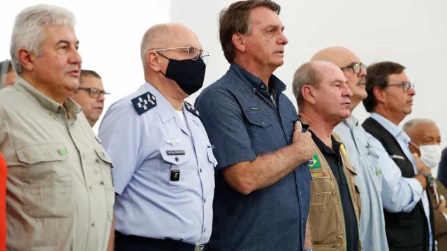 54% dos brasileiros são contra militares em postos do governo federal