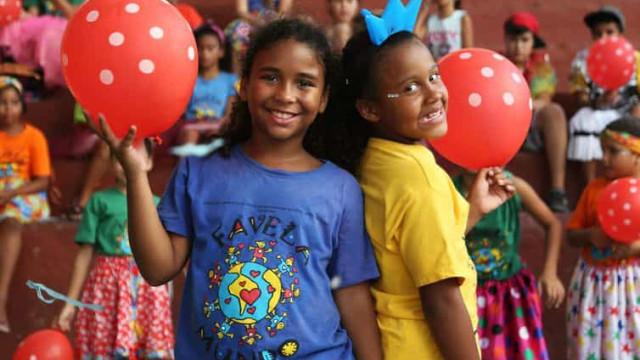 ONG produz vídeos para alegrar carnaval de crianças e jovens em casa
