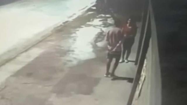 Homem vítima de violência doméstica é morto na rua pela namorada